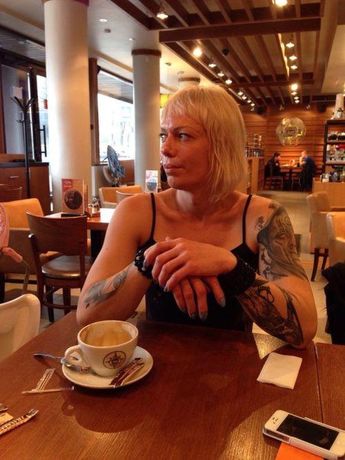 Транссексуал по имени Анжела требует извинений от полицейских (20 фото + видео)