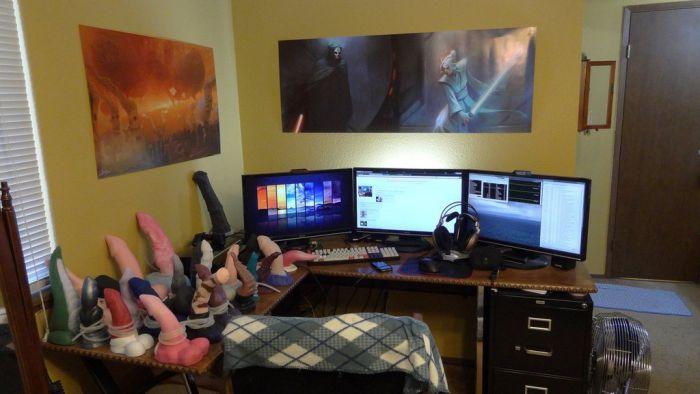 Как выглядит комната одинокой девушки-геймерши (3 фото)