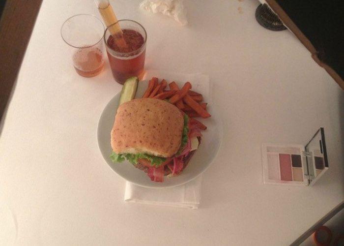 Как делают бургеры для рекламы (9 фото)