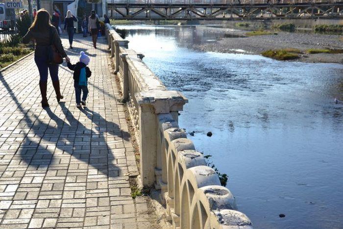 Новой набережной в Сочи хватило всего на год (19 фото)
