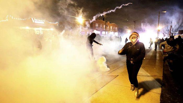 В Фергюсоне вновь вспыхнули беспорядки (27 фото)