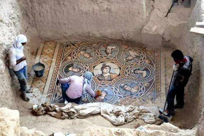 2000-летняя мозаика обнаружена в турецком городе Зевгмы (14 фото)