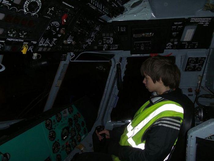 Руферы устроили себе незаконную экскурсию по аэропорту Пулково (43 фото)