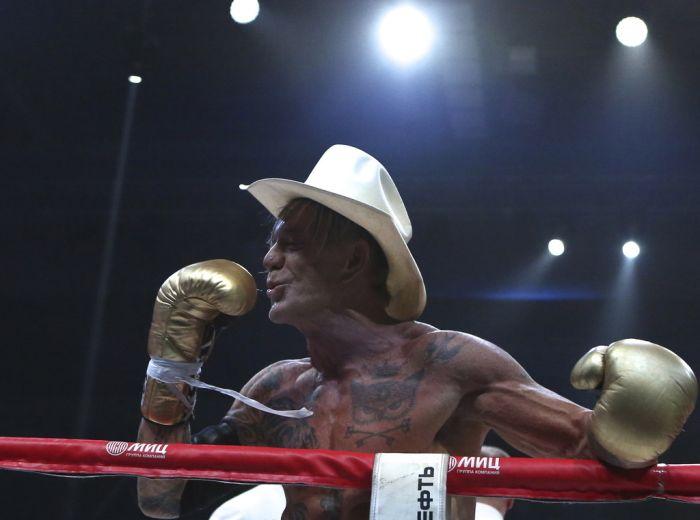 Микки Рурк вышел на ринг против Эллиота Сеймура (13 фото + видео)