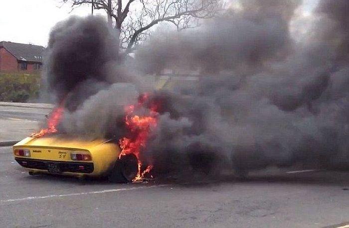 Уничтоженный суперкар стоимостью 1 600 000$ (4 фото)