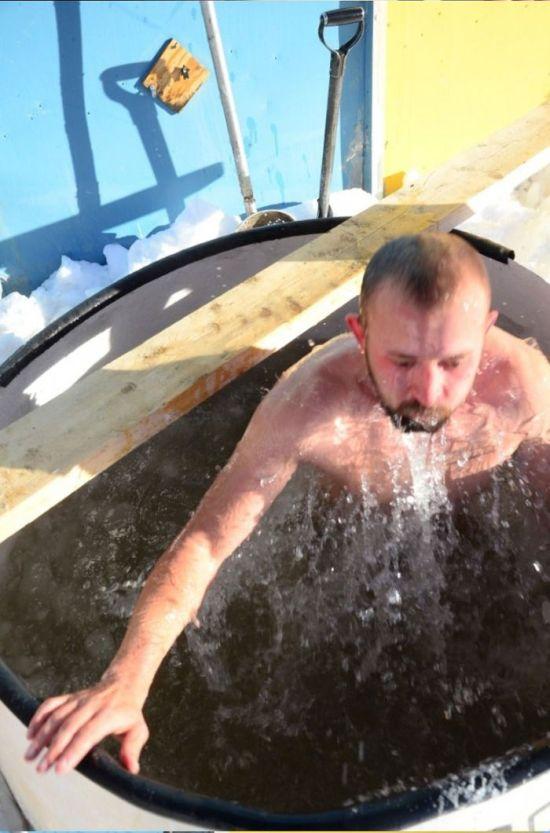 Крещенские купания в Антарктиде (15 фото)