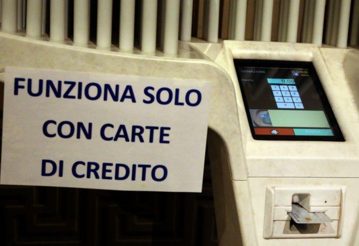 Новая услуга в итальянской церкви (5 фото)
