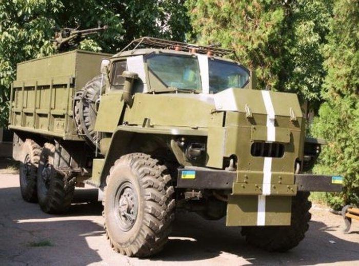 Самодельные бронемашины из Украины (41 фото)