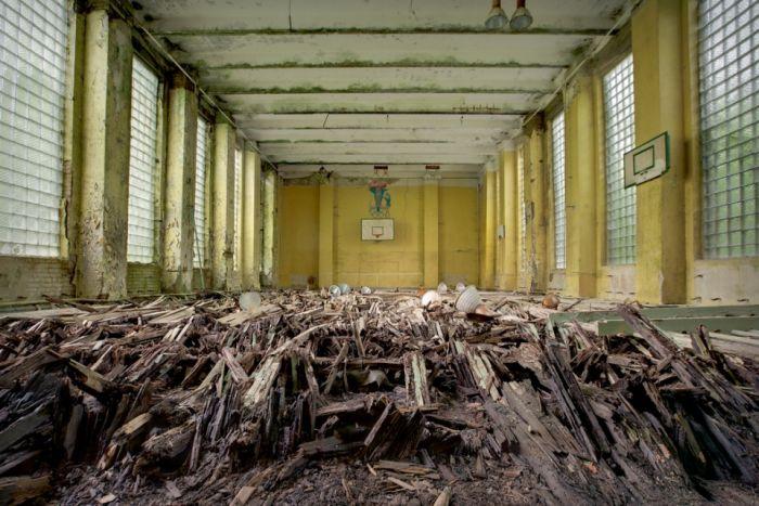 Заброшенные здания Советской эпохи (21 фото)