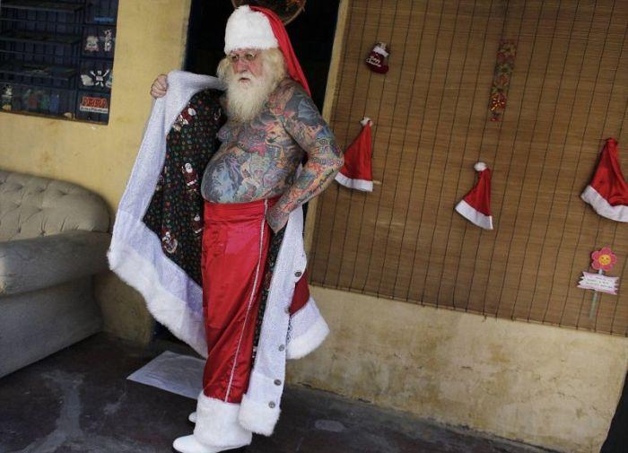 Самый татуированный Санта-Клаус в мире (10 фото)