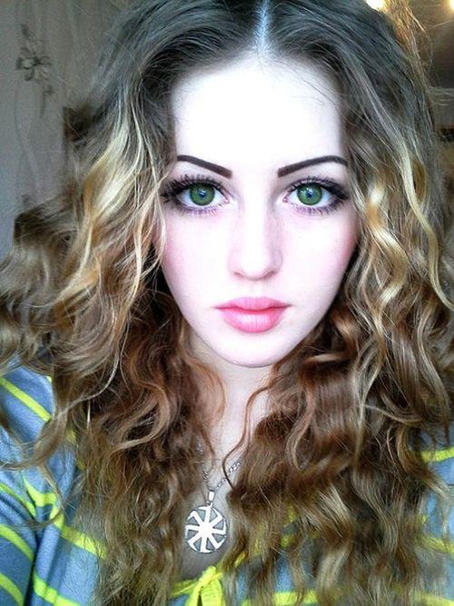 Миловидная девушка с необычным увлечением (31 фото)