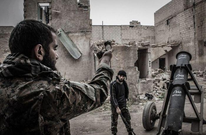 Сирийские повстанцы нашли новое применение пропановым баллонам (7 фото