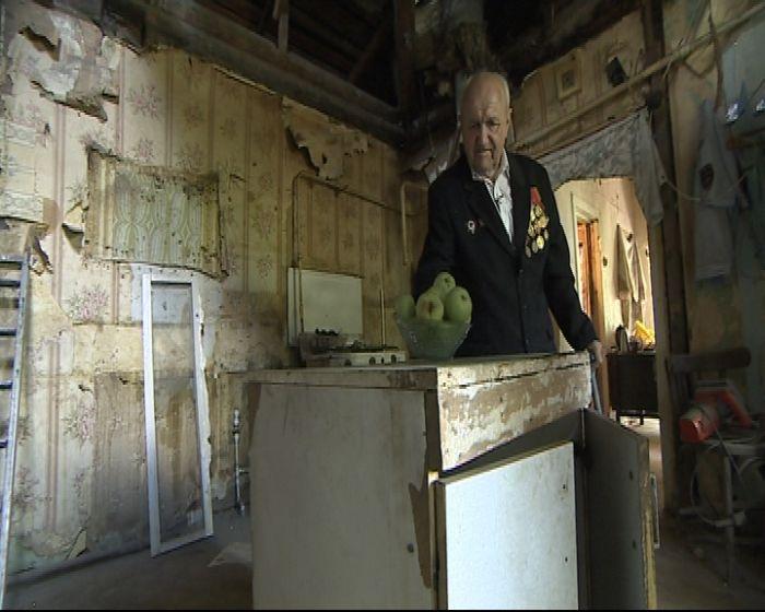 В Подмосковье ветеран ВОВ остался без крыши над головой (11 фото + видео)