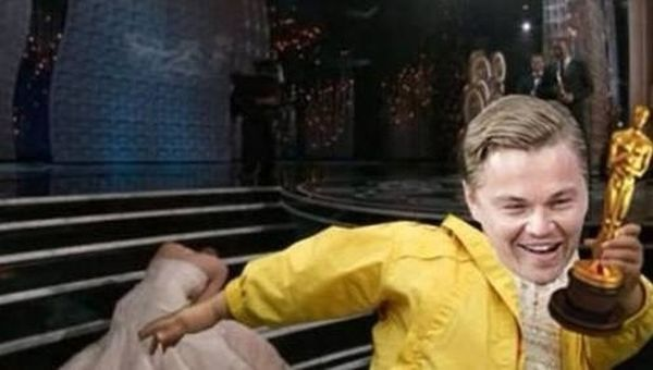 Подборка самых известных мемов уходящего года (49 фото + 2 видео)