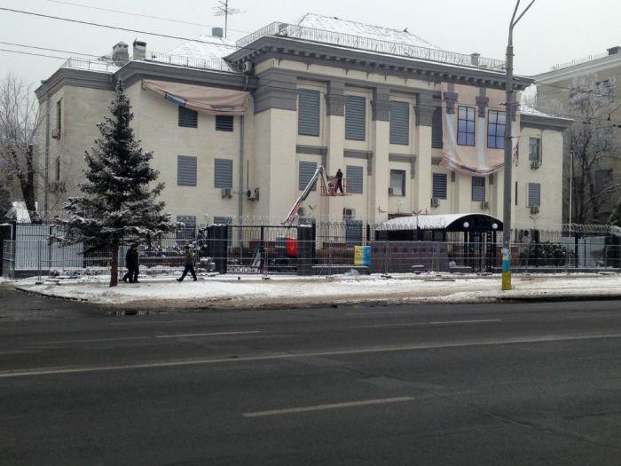 Как сейчас выглядит здание посольства РФ в Киеве (10 фото)