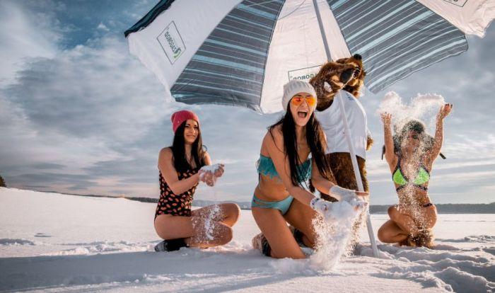 Девушки Сибири фотографируются в купальниках на снегу (9 фото)