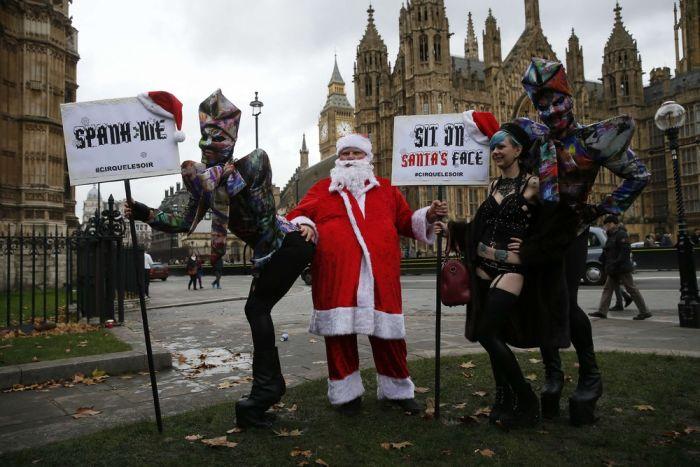 В Лондоне прошла акция протеста против законов о запрете порно (25 фото)