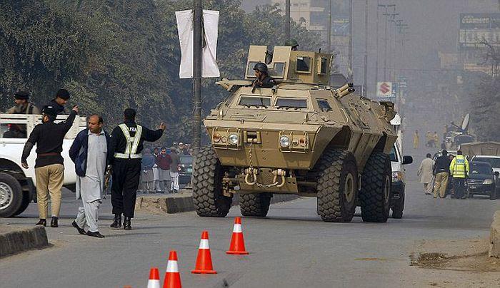 В Пакистане боевики «Талибана» устроили бойню в школе (31 фото)