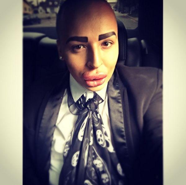 Парень потратил 100 000 фунтов, чтобы быть похожим на Ким Кардашян (20 фото)