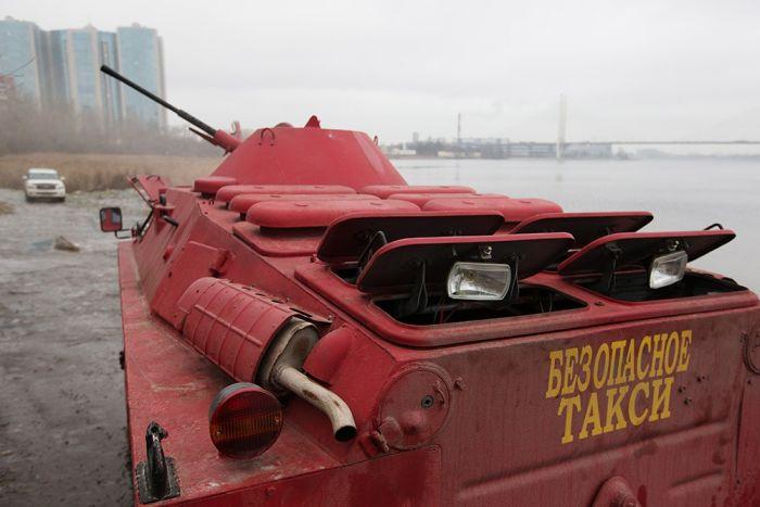 В Санкт-Петербурге броневик БРДМ будет выполнять роль такси (5 фото)