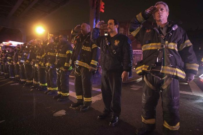 В Нью-Йорке из-за мести были убиты двое полицейских (13 фото)