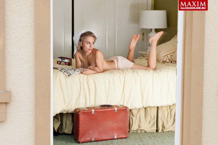 Виктория Клинкова «Пупок» из сериала «Физрук». Фото для журнала Maxim (6 фото)