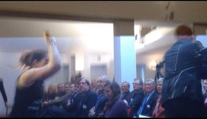 Феминистки из движения LilithS атаковали премьер-министра Бельгии (6 фото + видео)
