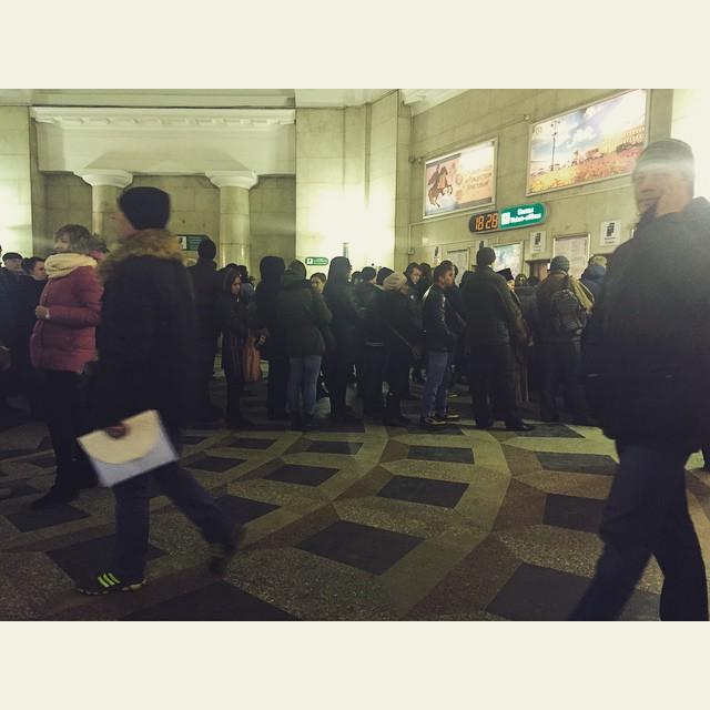 В питерском метро появились очереди за жетонами (5 фото)