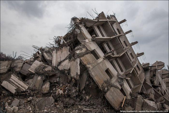 Севастопольскую высотку удалось снести лишь с третьей попытки (9 фото + 3 видео)