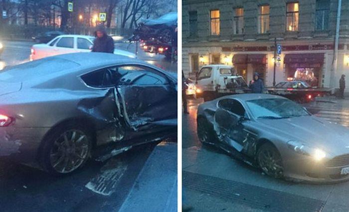 В Питере 15-летний водитель спорткара Aston Martin устроил ДТП (5 фото)