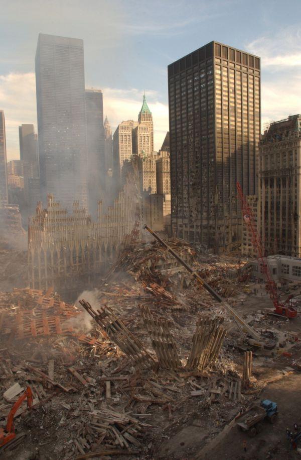 Трагическая судьба небоскреба Дойче-Банк-билдинг (20 фото)