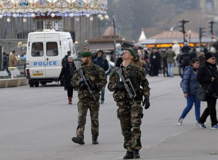 Срочно! Бойня в офисе Charlie Hebdo видеокадры атаки. +18 (2 видео)