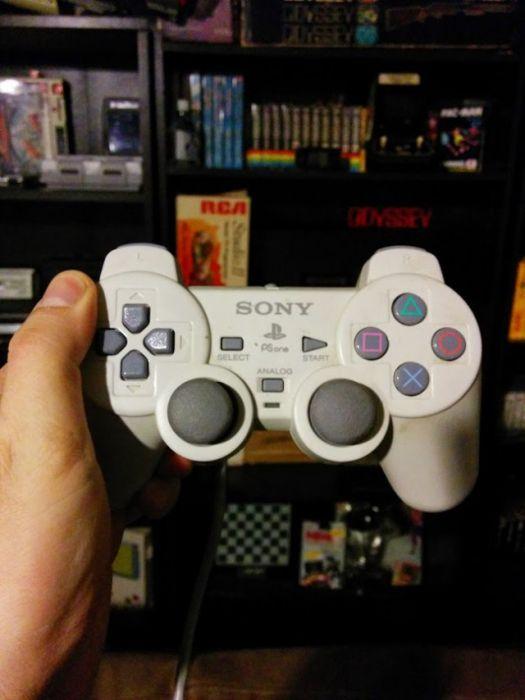 Коллекция игровых джойстиков, собранная заядлым геймером (42 фото)
