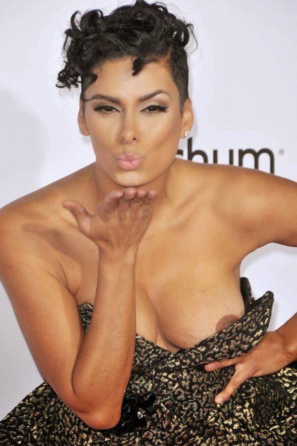 Лаура Гован (Laura Govan) попала на фото с обнаженной грудью. НЮ (3 фото)