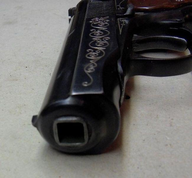 аватарка с пистолетом: