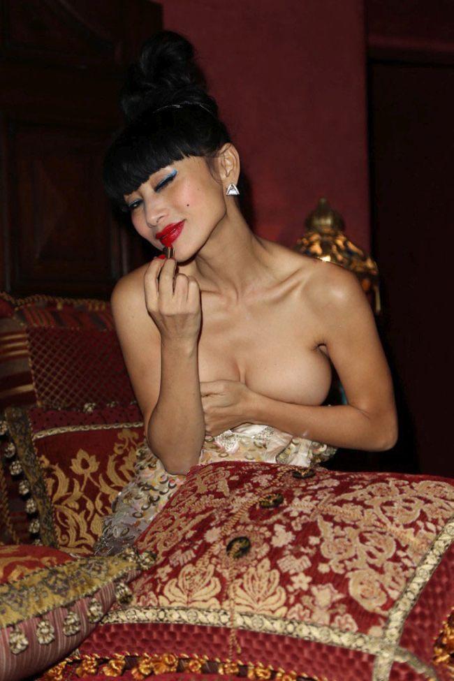 В сети вновь появились фото полуобнаженной актрисы Бай Лин. НЮ (10 фото)