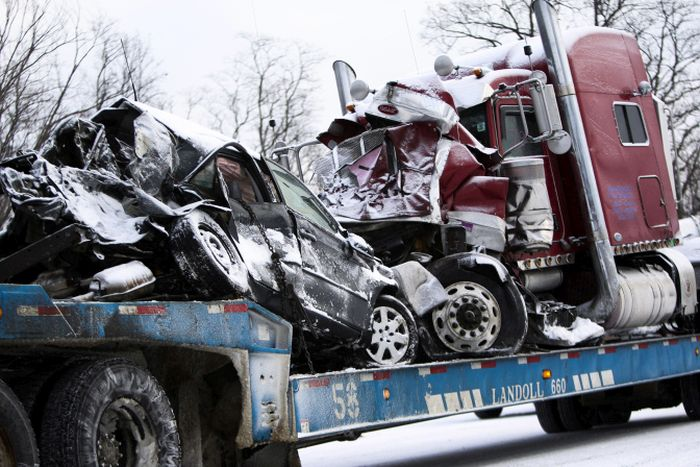 В массовом ДТП в США столкнулось более 150 машин (31 фото + 3 видео)