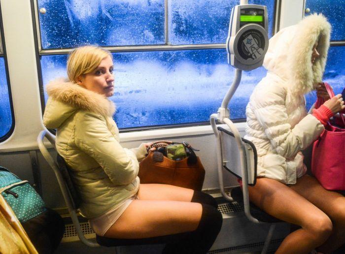 Бесстыжие пассажиры или как проходит акция The No Pants Subway Ride (40 фото)