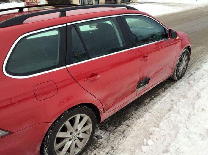 Как незадачливый виновник ДТП скрылся с места аварии (2 фото)