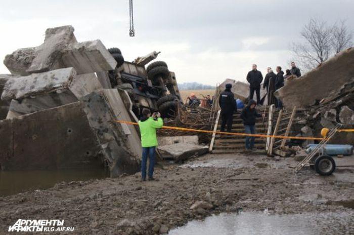 В Калининграде рухнул Берлинский мост, есть жертвы (9 фото)
