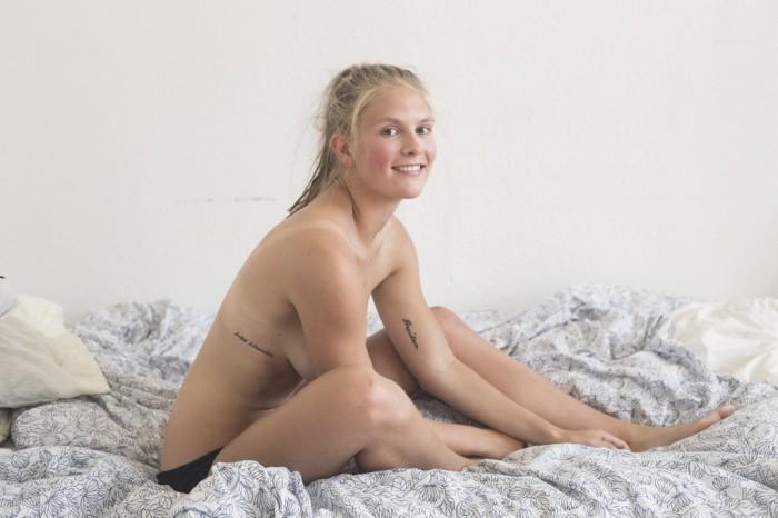 Полуобнаженный фотосет помог девушке справиться с депрессией. НЮ (10 фото)