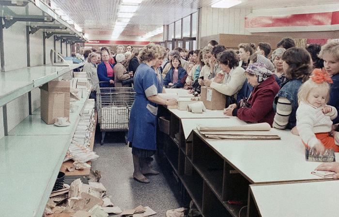 Это были 90-е, мы торговали, как могли (61 фото)