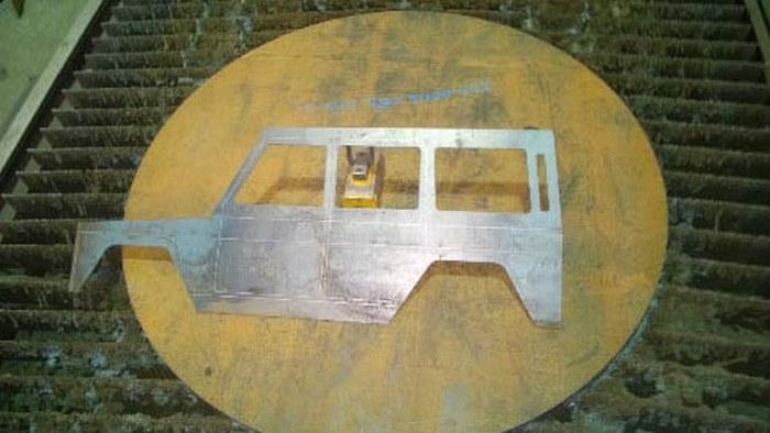 Оригинальный мангал в форме Mercedes Gelandewagen (18 фото)