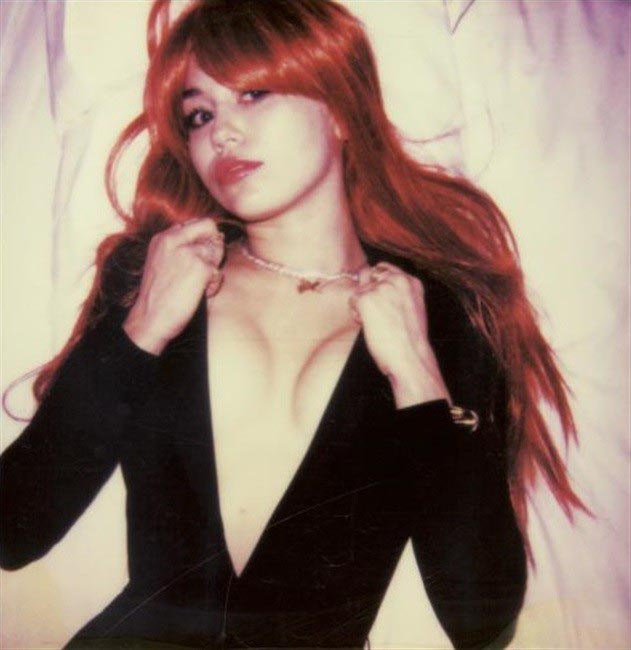 Певица Майли Сайрус отметилась порцией откровенных фото. НЮ (12 фото)
