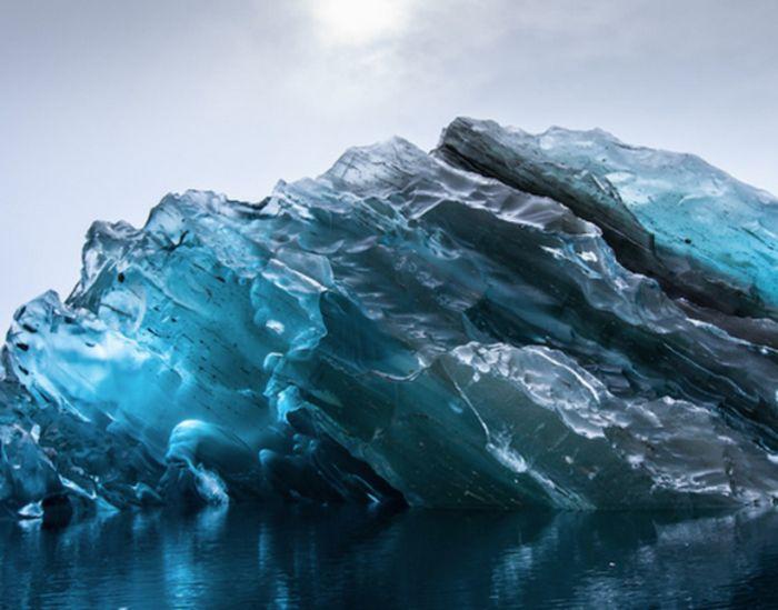 В Антарктиде нашли перевернутый айсберг (4 фото)