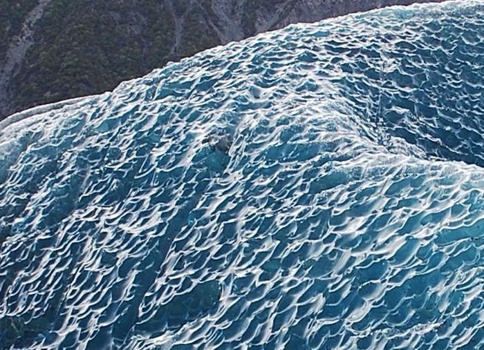 В Антарктиде обнаружили перевернутый айсберг (4 фото)