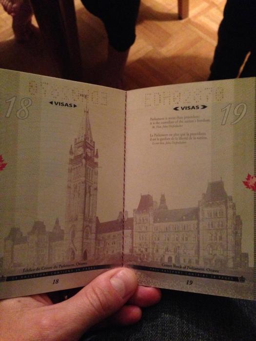 Новый паспорт гражданина Канады в свете ультрафиолета (18 фото)