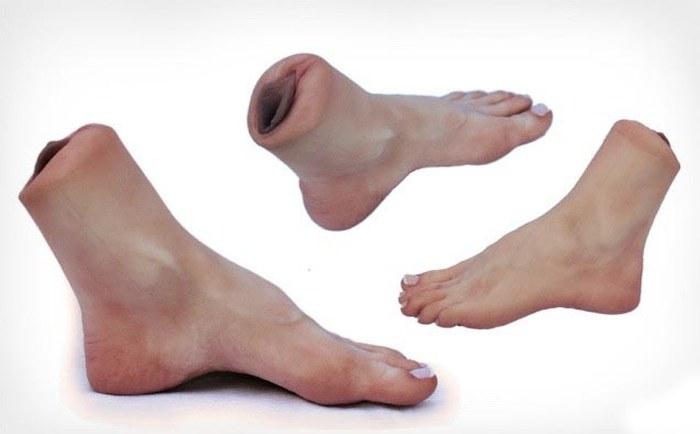 Новая секс-игрушка для мужчин, которые тащатся по женским ступням (4 фото)