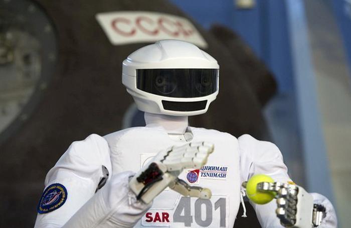 Путину показали отечественного человекоподобного робота (2 фото)