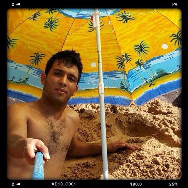 Как один находчивый парень пляжное селфи делал (2 фото)